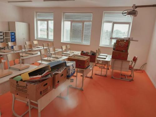 Pani učiteľky sa k nám už sťahujú :-))