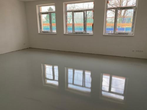 Trieda na prízemí - toto je už suchá a pochôdzna podlaha.